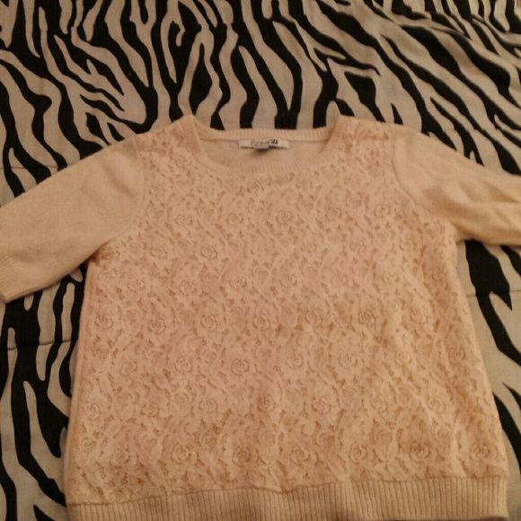 Rose sweater Baby pink rose sweater. Super cute but cant wear it due to its wool like texture Forever 21 Sweaters