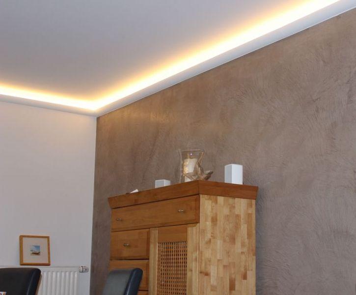 Wohnidee im wohnzimmer umgesetzt orac lichtleiste for Marmorputz badezimmer