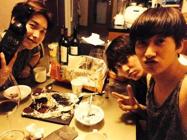 """@Lee EunHaeyi: 오늘은 오늘, 내일은 내일...우리는 늘 행복한거다 잊지말자 http://t.co/SQPgzI25nq"""