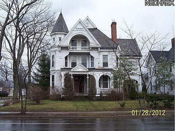 Built in 1890, Queen Anne Style Mansion located in Warren