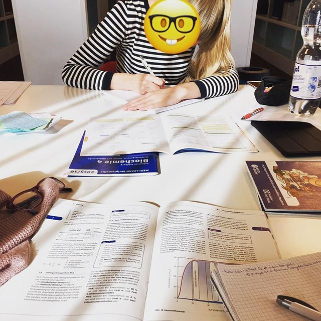 Studäy🤓 #schwesti#study#medilearn#hustle##mitdemgurl  #Regram via @misslarissasophie)