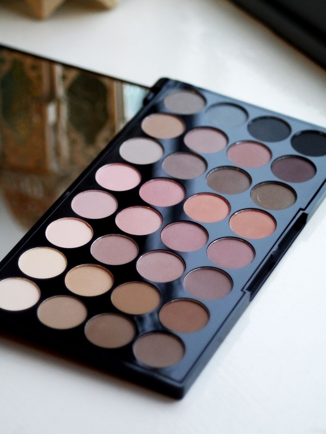 Makeup Revolution Flawless Matte Eyeshadow Palette Review