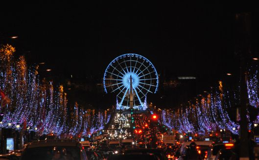 Christmas Lights In Paris.Paris Christmas Lights On The Champs Elysees Galeries