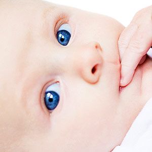 Understanding Your Baby's Developing Vision: 1-Month Milestones (via Parents.com)