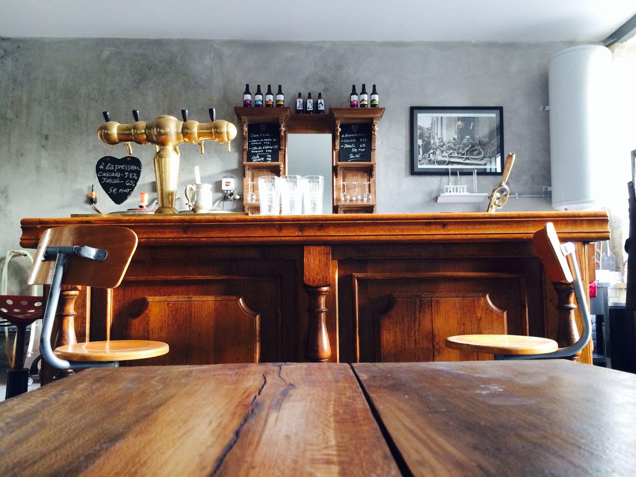 Brasserie Du Quercorb Bdq Bar Vintage Comptoir De Bar With Antique Brass Taps Biere Artisanale De Luxe Biere Artisanale Comptoir De Bar Brasserie