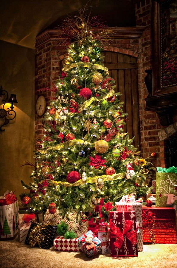 Christmas Tree with large ornaments Christmas decorating