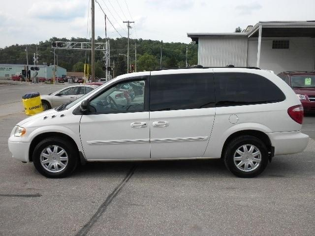 2007 Chrysler Town Country For Sale In Cross Plains Wi 53528 2a4gp54l67r208633 Carflippa Mini Van Best Family Cars Chrysler Pacifica