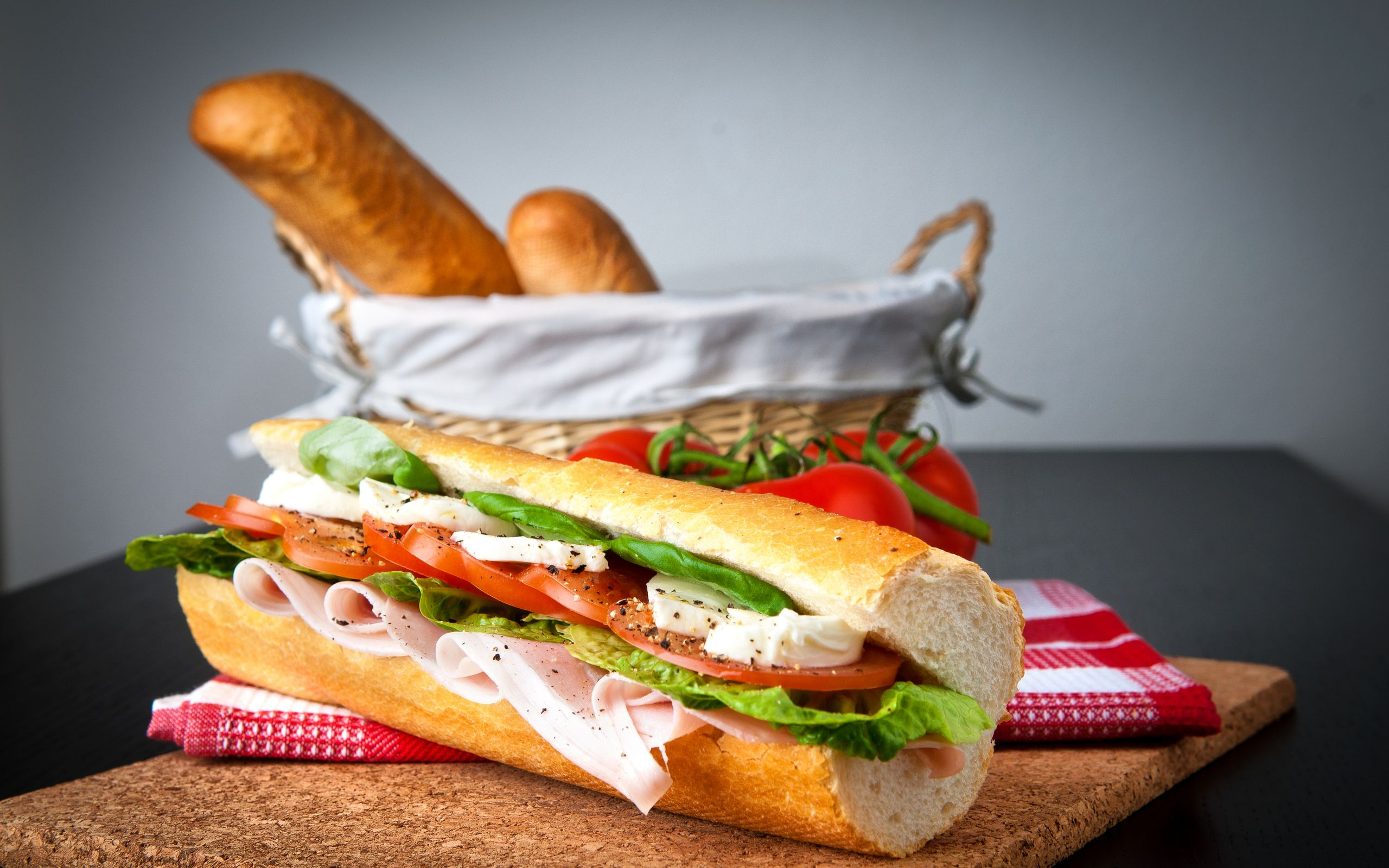 Chowringhee Is A Quick Service Restaurant Chain Specialising In Delicious Vegetarian And Non Vegetarian Rolls This Restaurant Food Food Wallpaper Big Sandwich