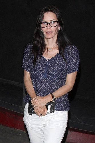 7207c8023c Courteney Cox wearing black framed glasses