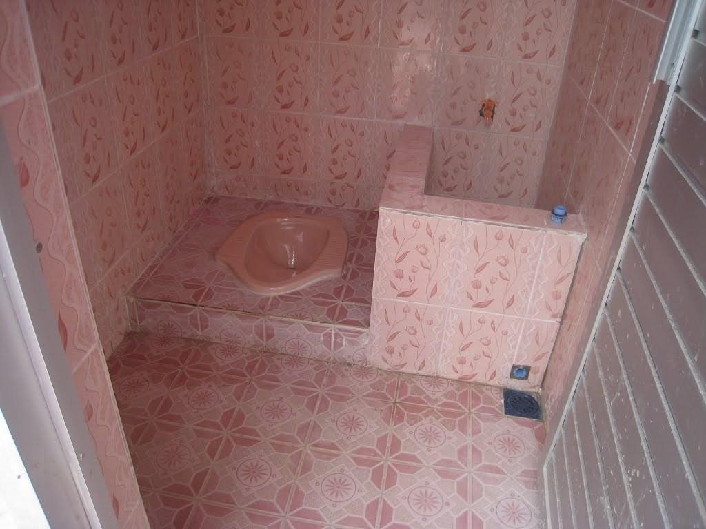 Desain Kamar Mandi Sederhana Sekali di 3  Kamar mandi kecil