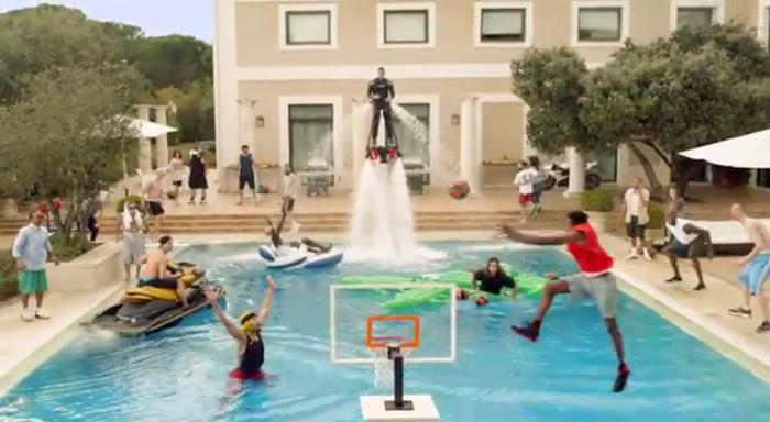 Turkish Airlines, son spot à l'occasion du Final Foor de l'Euroleague 2014.   Ou comment une garden party se transforme en une véritable pool party hors normes !   http://www.minutecom.com/?p=2198