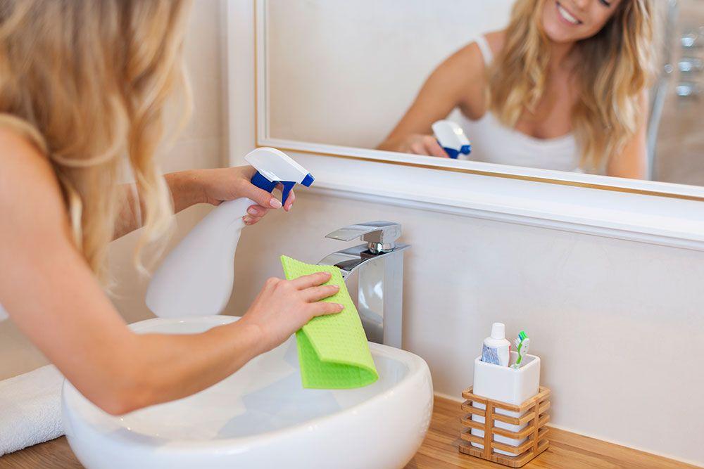 طريقة تنظيف الحمام الافرنجي من الجير وكيفية إزالة اصفرار السيراميك بالبيكنج صودا Natural Cleaning Products Diy Natural Cleaning Products Diy Cleaning Products