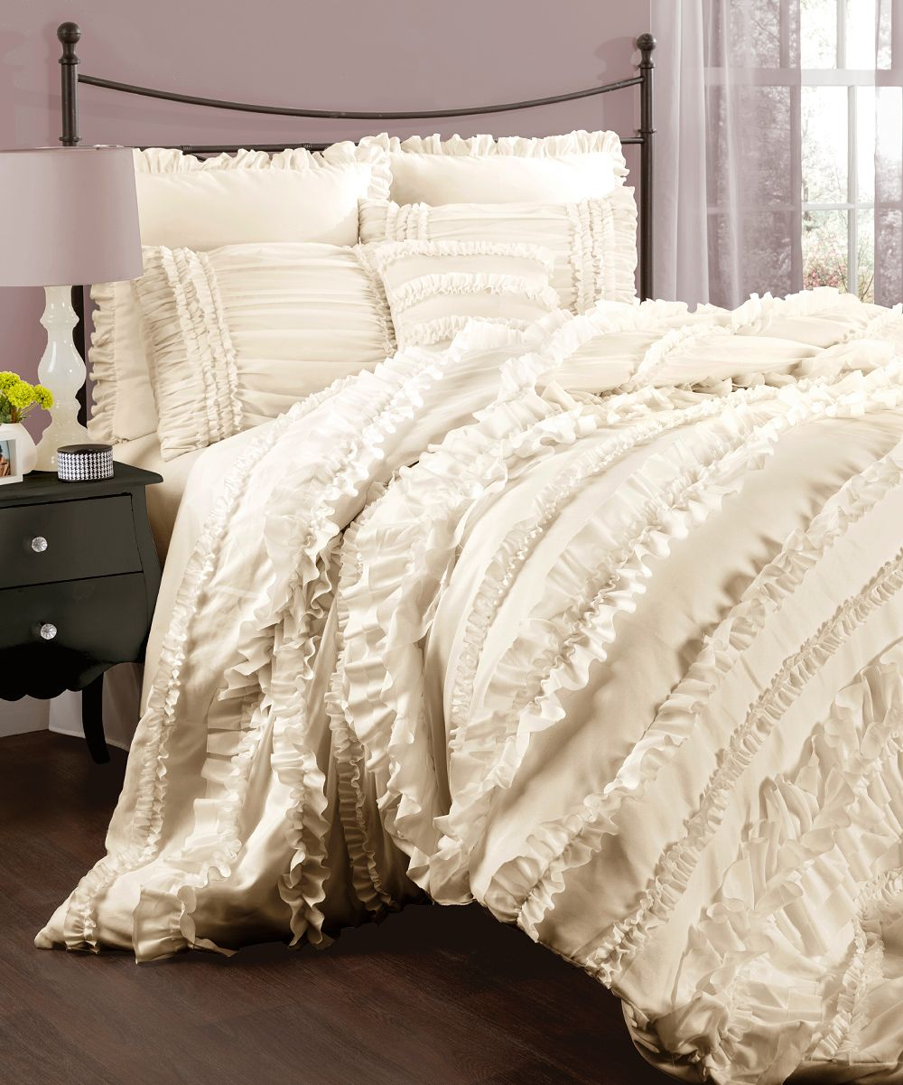 Add new life to your bedroom with this flirty feminine - Quilts and comforters for bedrooms ...
