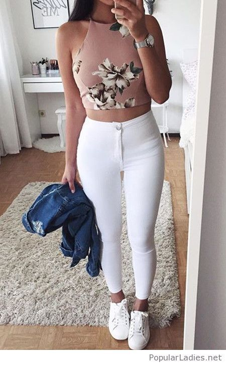 Floral crop top, white pants and shoes with denim jacket | weiße ...