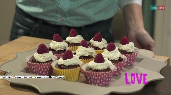 """La ricetta del red velvet cupcake di Benedetta Parodi a """"#prontoepostato"""", la nuova rubrica culinaria di Real Time."""