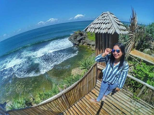 Pantai Kukup Gunung Kidul Jogja Harga Tiket Masuk Daya Tarik Alamat Lokasi Pantai Di 2020 Pantai Wisata Budaya Pemandangan