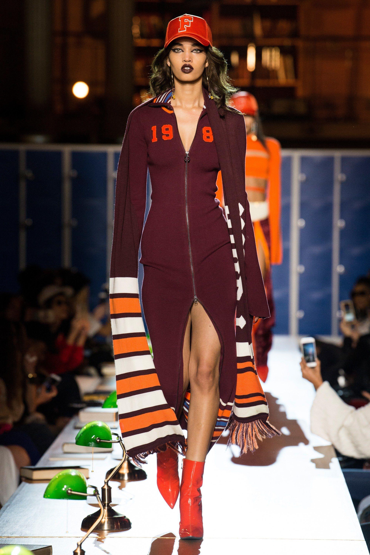 low priced 46dd0 1485e Fenty x Puma Fall 2017 Ready-to-Wear Fashion Show | Paris ...