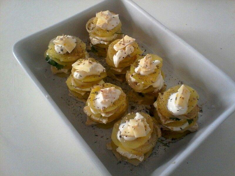 Mille feuilles de pomme de terre, oignon, crème fraiche, camembert. Délicieux