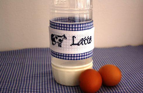 Decorazione punto croce per le bottiglie di latte fresco