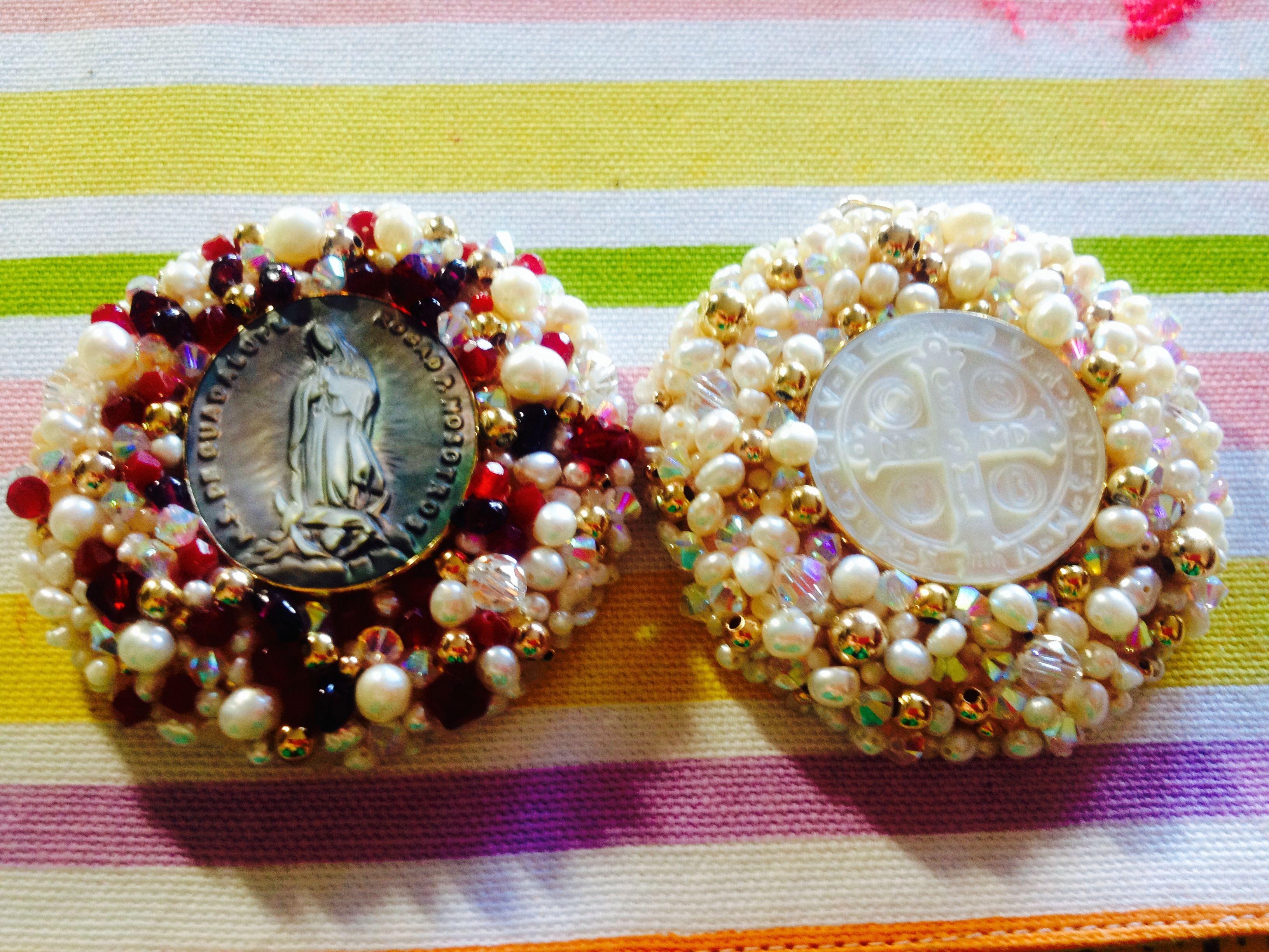 2483b1278f3 Medallas de la virgen y dan Benito de madreperla