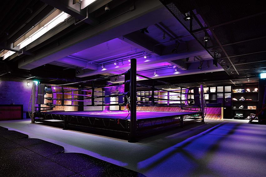 We Have Encountered Dramatic Elegant And Inviting Yoga Studios Spas And Salons But This Is The First Time That We Gym Interior Gym Design Boxing Gym Design