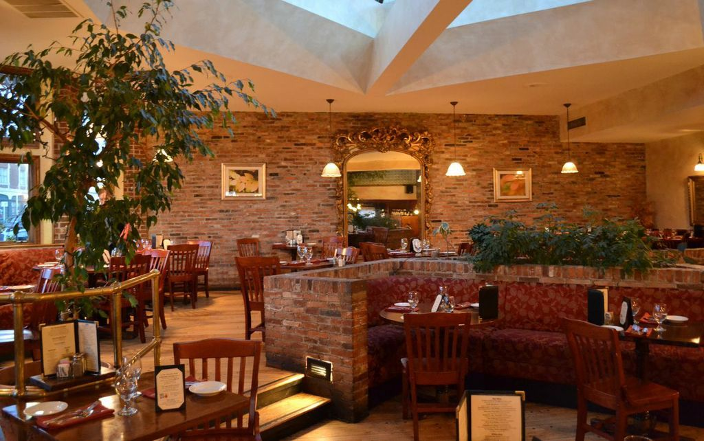 The Atrium At Phoebe S Restaurant And Coffee Lounge Syracuse Ny Photo By Olivia Leroy