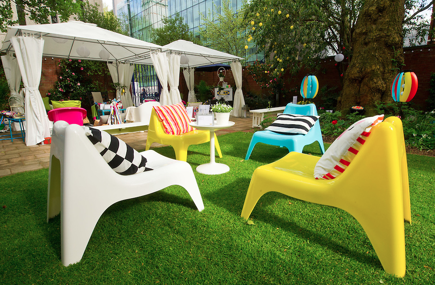i want these chairs for garden ikea ps v g easy chairs are perfect for lounging in the sun on. Black Bedroom Furniture Sets. Home Design Ideas