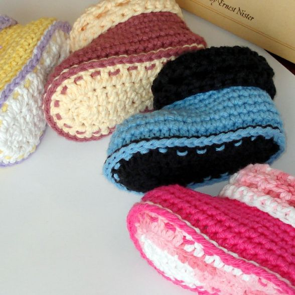 Cuffed Baby Booties, Cute and easy to crochet. Cuffed boots baby booties. Double soles. Instructions include optional detailing and textures...