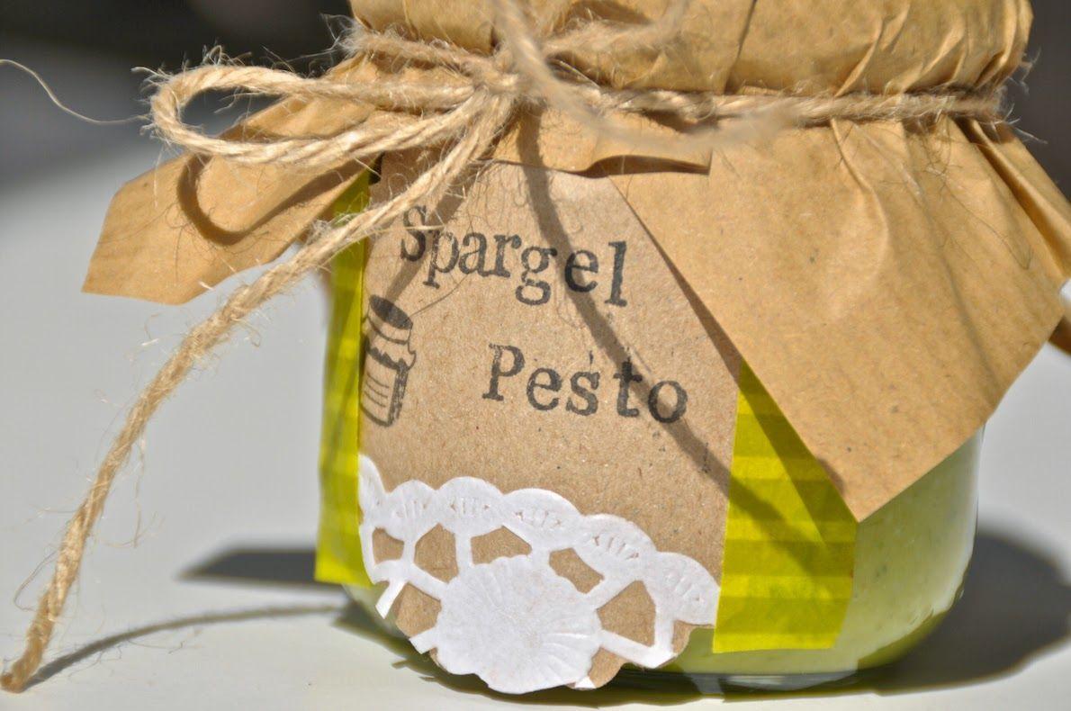 Im Frühling ist Spargel für mich ein Muss. Wer den Spargel aber nicht klassisch essen möchte, kann ihn auch zu wunderbarem Spargel Pesto verarbeiten! Guten Appetit.