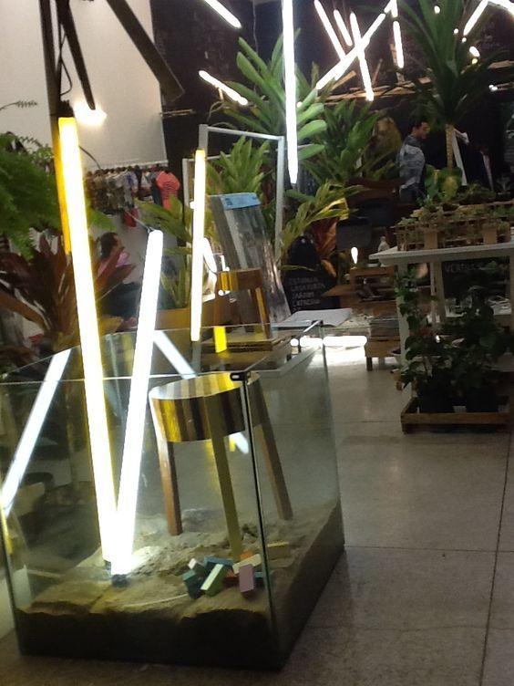 todos os elementos já existentes na loja foram reutilizados, como a estrutura de iluminação que foi recuperada e reprogramada. Projeto TROPICAOS.: