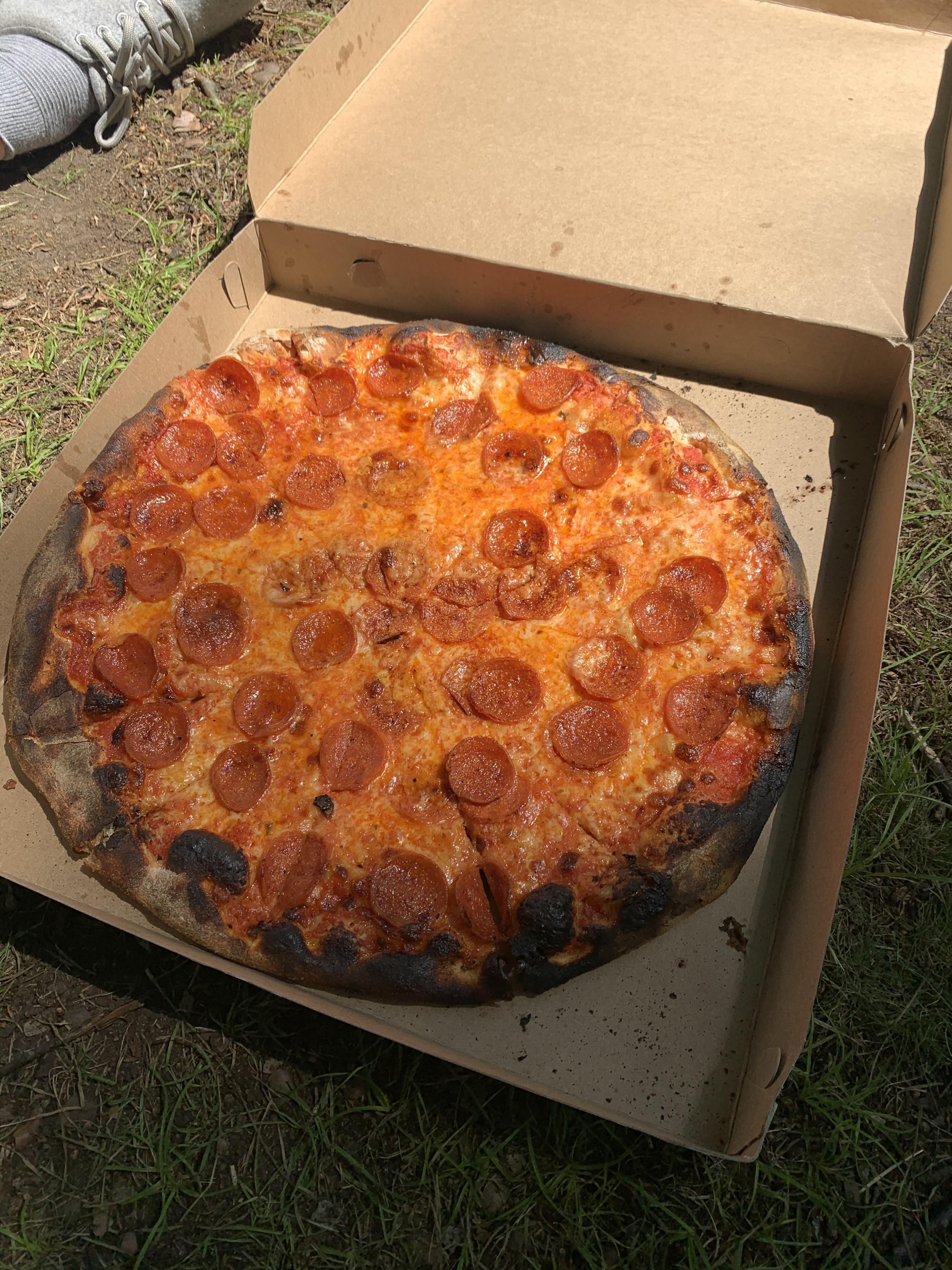 Modern Apizza In New Haven Ct In 2020 Food Pepperoni Pizza Pepperoni