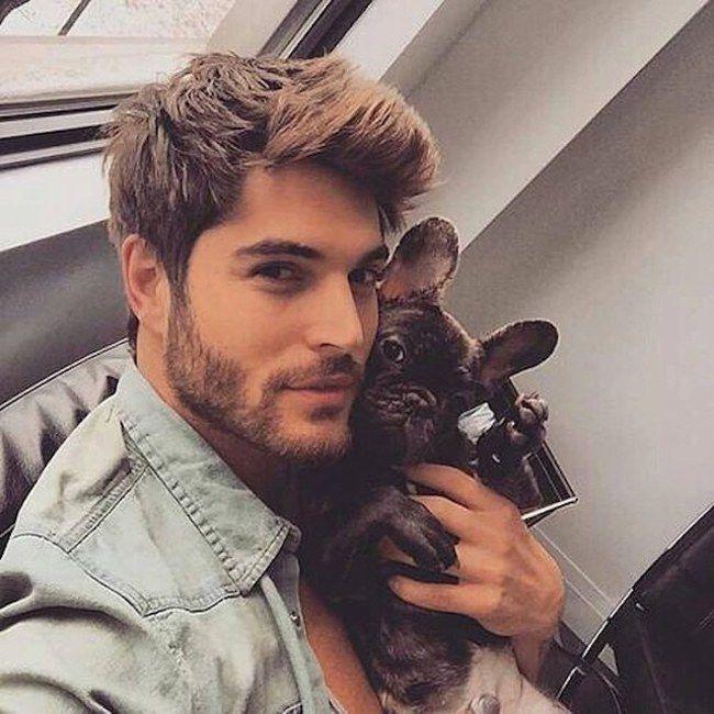 Perfil do Insta que você estava esperando: homens bonitos + cachorros