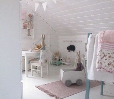 Chambre bebe fille blanche sous pente tres epuree et soft for Decoration chambre epuree