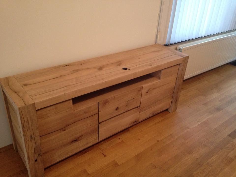 Tv meubel van oude eiken delen. wat een mooi stoer meubel krijg je