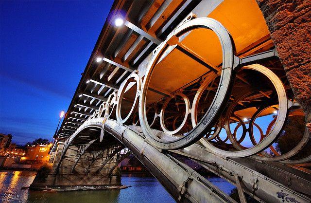 Sevilla. Detalle del Puente de Triana.