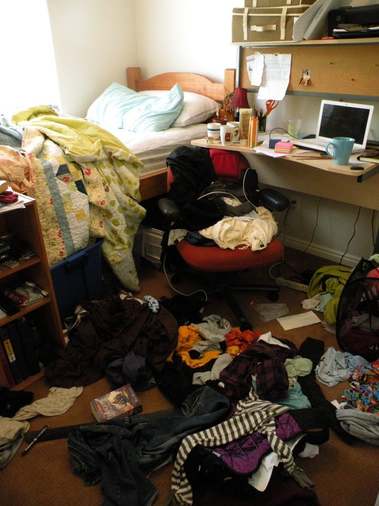messy bedroom-8 Ways to De-Clutter Your House and Re ...