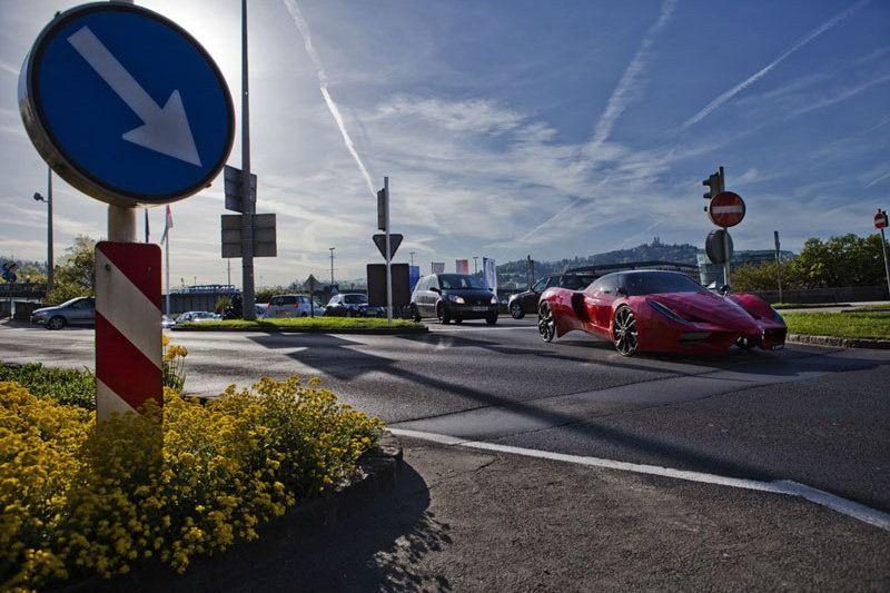 Ferrari FXX Meets its Match with the Amazing Fahrradi Farfalla FFX