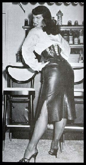 Vintage femdom pics
