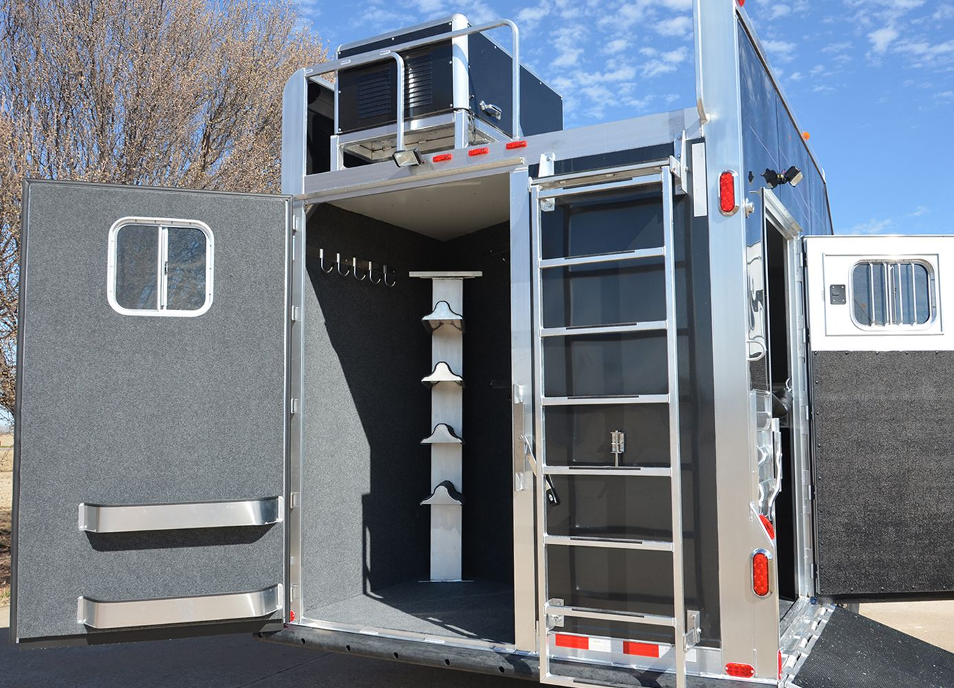 Full Rear Tack In A 4 Star 4h Side Rear Load, Single Rear Tack Gooseneck Trailer Wiring Diagram 6 Pin Trailer Wiring On Full Rear Tack In A 4 Star 4h Side Rear Load, Single Rear Tack Door W Window, Carpet All Walls Including Rear Doors, Floor And Tack, 4 Tier Saddle