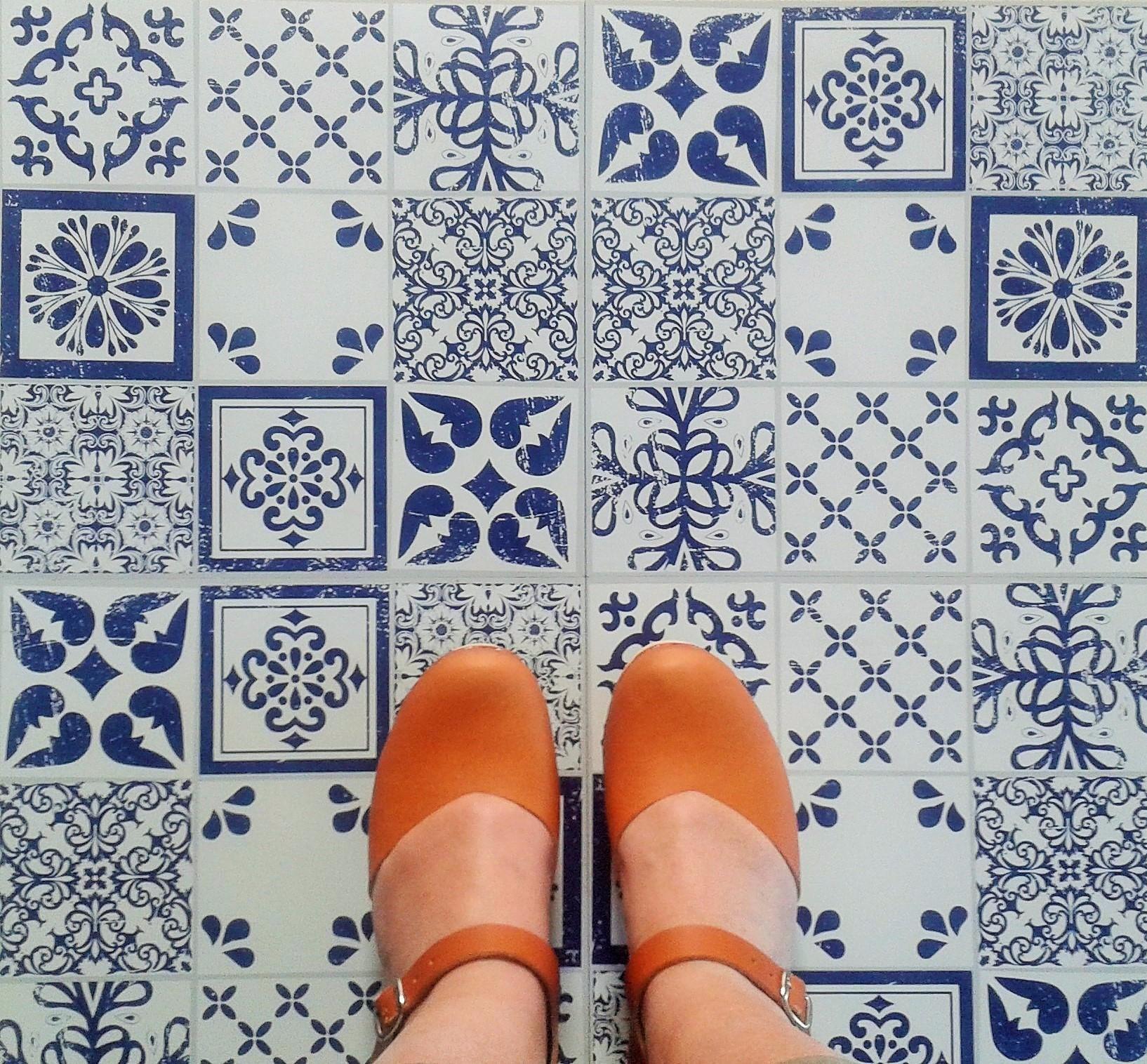 Azulejos Vinyl Flooring Portugese Vinyl Floor Tiles For Your Home With Images White Vinyl Flooring Vinyl Flooring Retro Vinyl Flooring