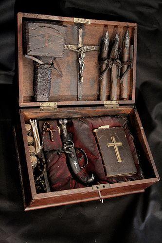 19th century French vampyr hunting kit