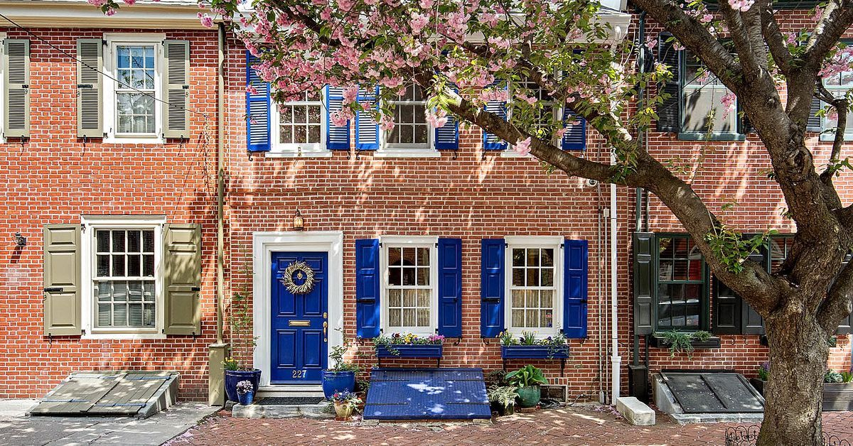 Extrawide Queen Village home from 1747 asks 795K