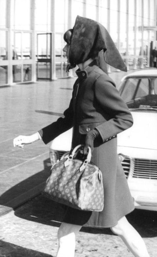 6350a1015b62 Audrey Hepburn with her Louis Vuitton bag
