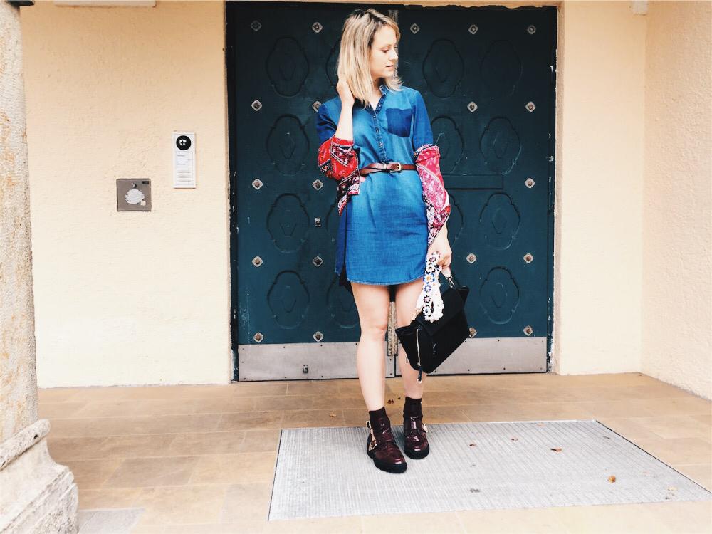 cut out boots, denim dress, patterned red bomber jacket, flower bag strap, fashionblog, fashionblogger, modeblog, styleblog, style inspiration, outfit ideas