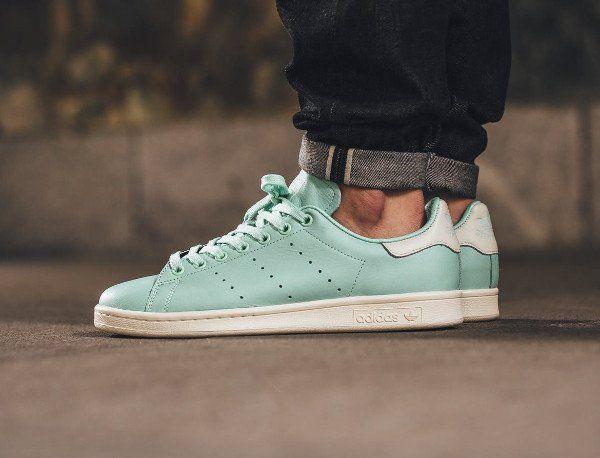 Gros plan sur la Adidas Stan Smith Frozen Green (vert menthe ...