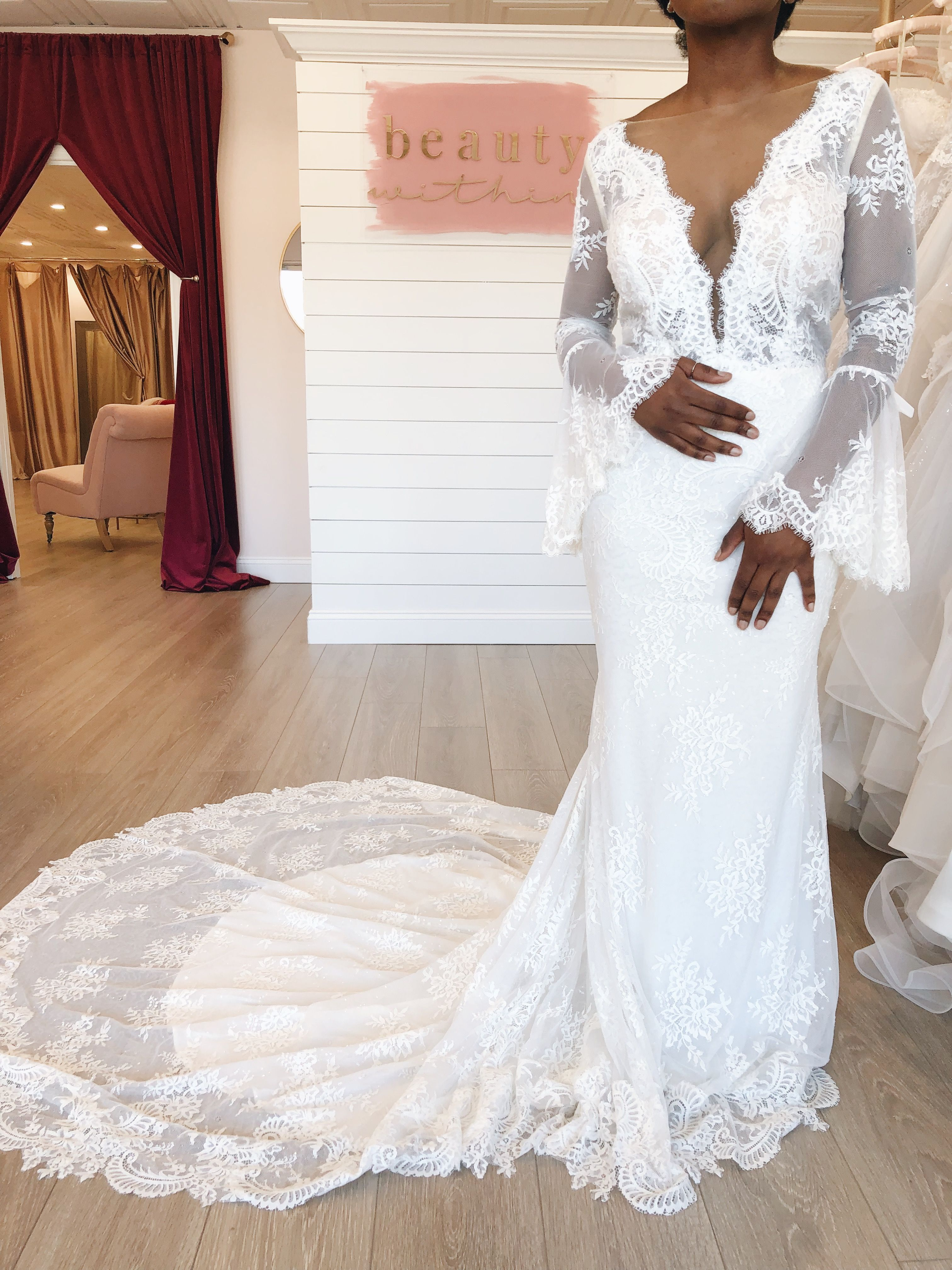 Yes Girl This Bell Sleeved Lace Wedding Dress Is Perfect For Boho And Vintage Long Sleeve Wedding Dress Backless Short Wedding Dress Backless Wedding Dress [ 4032 x 3024 Pixel ]