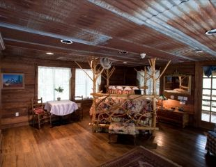 7f Lodge Love Saves Lives Lodge Secluded Cabin Bed And Breakfast