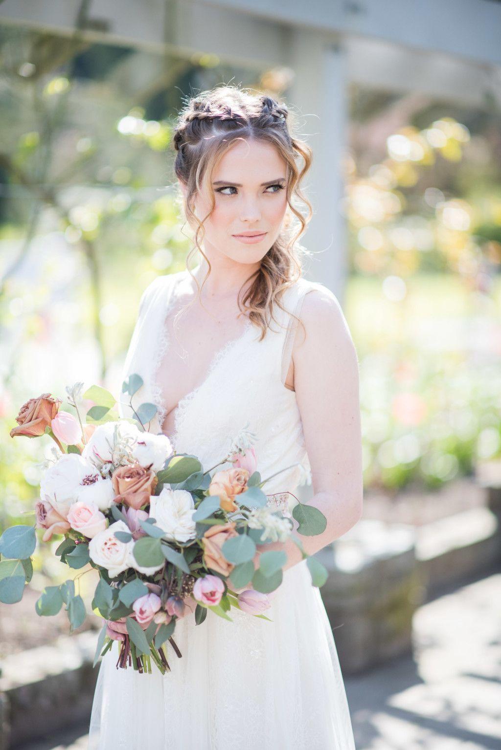 Natural Bridal Bouquet in 2020 Natural bridal bouquet