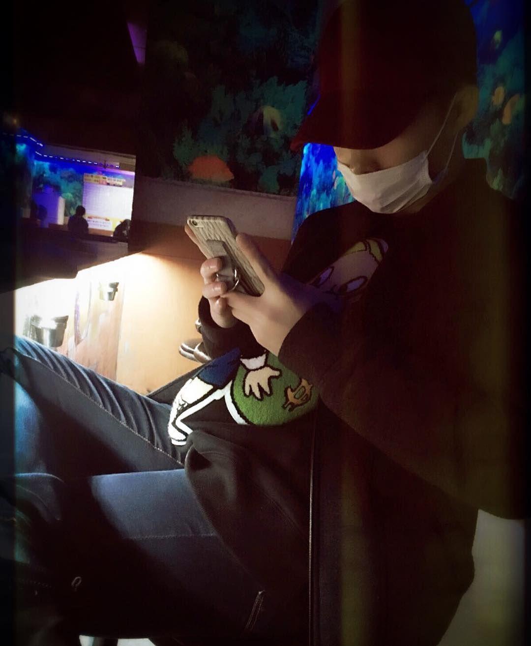 #AKMU #Chanhyuk IG : 비를 쫄딱 맞아버림.. 감기 조심해요ㅜㅠ #저는걸려버림 #크닐