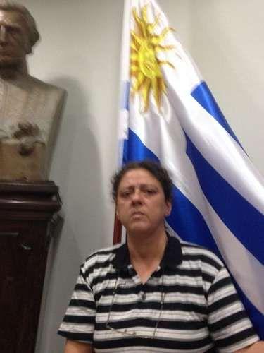 Uruguai mostra que ainda não enlouqueceu de vez e nega asilo a advogada ligada a black blocs; mulher deixa local em carro de deputada do PSOL que confessou desvio de verba de sindicato. Quanta gente pura reunida!!!